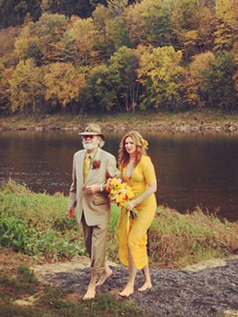 amber-tamblyn-yellow-wedding-dress