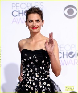 bellamy-young-stana-katic-peoples-choice-awards-2015-04