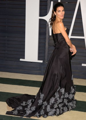Angie-Harmon_-2015-Vanity-Fair-Oscar-Party--02-300x420