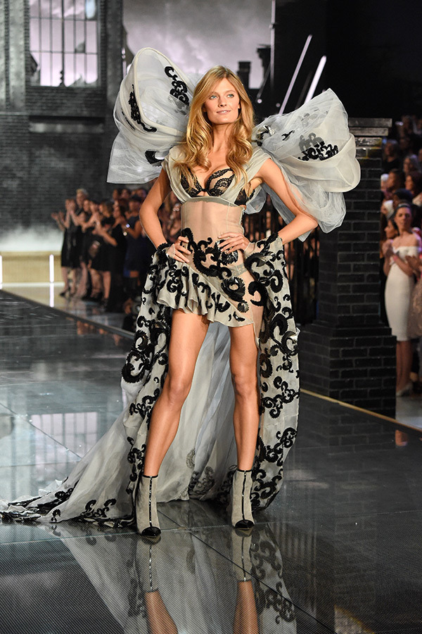 vs-fashion-show-2015-runway-10