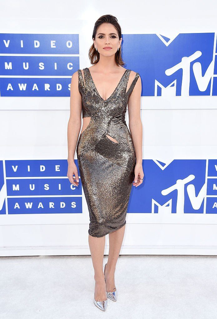 2016-vmas-shelley-hennig