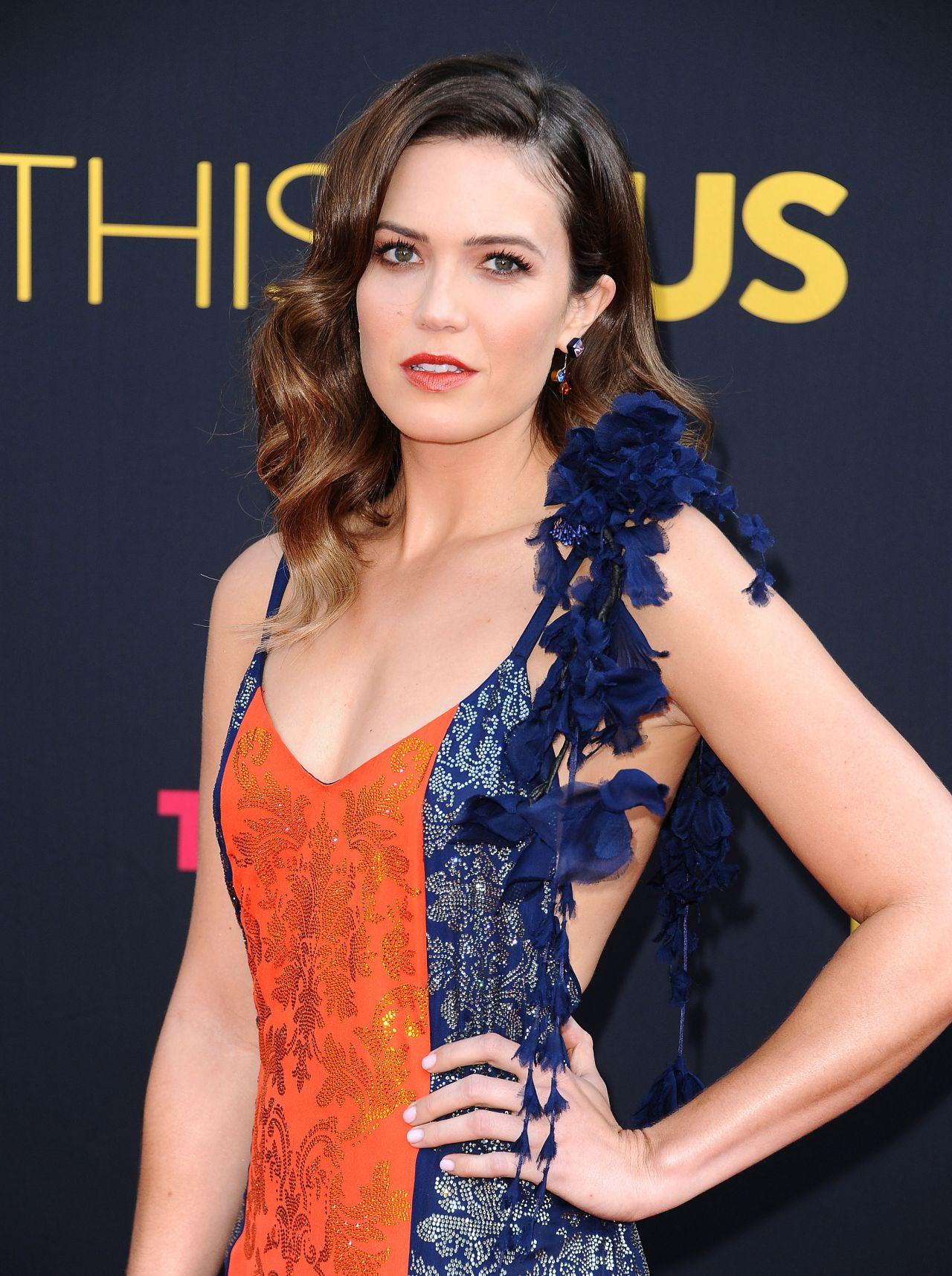 Debra Messing Braless Simple emmy award   fashion nexus